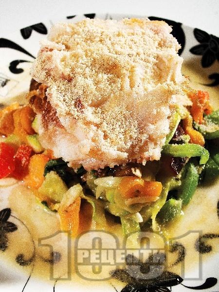 Пържена бяла риба със зеленчуци - снимка на рецептата